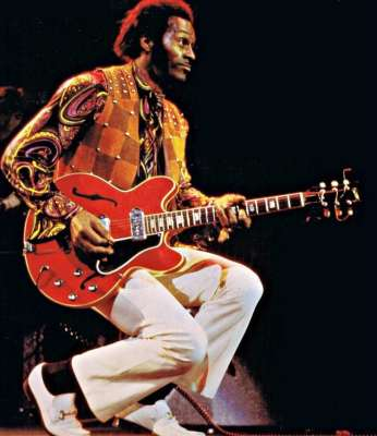 Chuck-Berry-live-0n-stage-70s-01