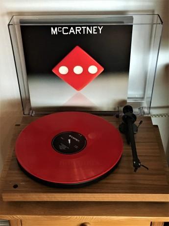 paul-mccartney-record-player-mccartney-III-01